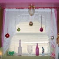 Christmas Decorations For Bay Window by Dazzle Bay Window Decorations With Venetian Blind Windows And Four