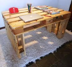 Diy Pallet Desk Sturdy Wooden Pallet Desk 30 Easy Diy Pallet Ideas For Your Next