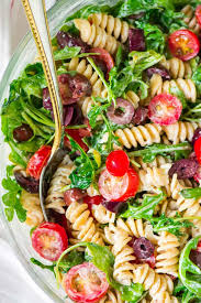 arugula pasta salad with goat cheese and tomato