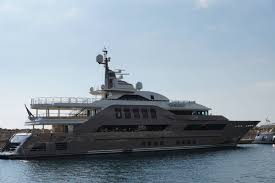 Mein Haus Mein Haus Mein Pferd Meine Yacht Ein Paar Boote Im Hafen Von