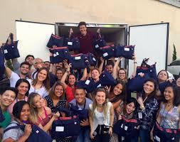 Rodrigo Faro presenteia equipe do programa com roupas e cestas ...