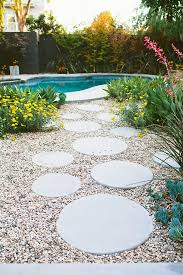 Pavers In Backyard by Best 25 Round Pavers Ideas On Pinterest Round Stepping Stones