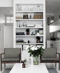 White Bookcase Melbourne Hermosa Casa Serena En Australia Shelves Bookshelf Styling And