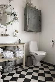 Black And White Checkered Tile Bathroom Le Blanc Et Le Noir Lui Donne Un Petit Aspect Théâtral Pas