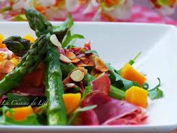 cuisiner asperge verte salade printanière aux asperges vertes au jambon cru et à la mangue