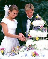 wedding cake cutting how to cut a wedding cake