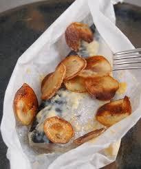 cuisiner le maquereau frais recette maquereaux à la moutarde en papillote et chips de pommes