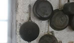 ustensiles de cuisine en fonte comment nettoyer une cocotte en fonte emaillee simple le creuset