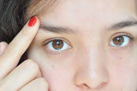 How To Tweeze Your Eyebrows How To Prevent Eyebrow Hair From Pointing Up Livestrong Com