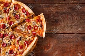 les fonds de cuisine la malbouffe les mauvaises habitudes pizza tranché sur fond de