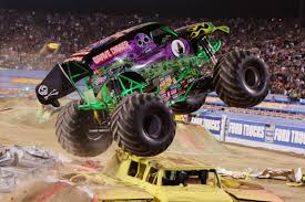 monster trucks grave digger crashes monster jam wallpaper desktop wallpapersafari