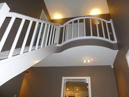 escalier peint 2 couleurs deco entree maison escalier entrées et couloirs classiques idée