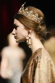 wedding crowns the wedding trend 16 bridal crowns weddingomania