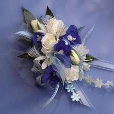 White Corsages For Prom Prom Corsages And Boutonnieres Call Us 206 728 2588 Seattle