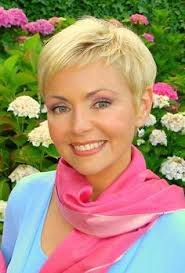 sam mohr new hair style samantha mohr at age 51 from the number of youtube compilations of