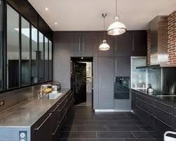 briques cuisine cuisine cuisine gris antracite différentes nuances du gris mur en