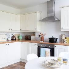 cuisine repeinte en blanc 1001 conseils et idées de relooking cuisine à petit prix