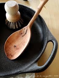 ustensiles de cuisine en fonte la fonte dans ma cuisine de recettes bio le cri de la