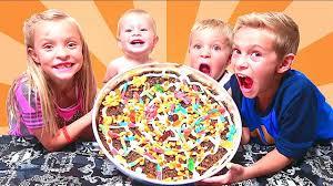 halloween oreo gummy candy pizza youtube