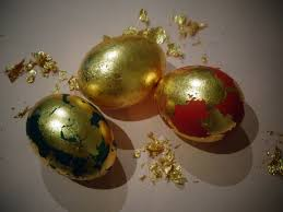 Decorating Easter Eggs With Leaves by Decorating Gold Easter Eggs Using Imitation Gold Leaf šaranje Jaja