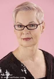coupe pour cheveux gris comment porter des cheveux courts et gris sans paraître vieille
