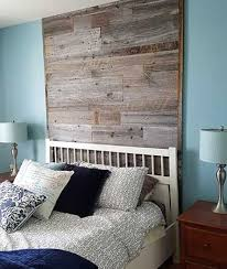 mur de chambre en bois mur en bois de grange dans une chambre notre chambre decoration mur