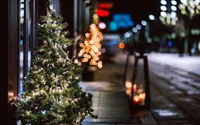 christmas tree garland lights city street night winter 7039258