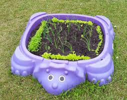 here is a round up of 7 unique planters that are easy to do