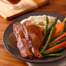 cuisine gigot d agneau gigot d agneau du québec sur le barbecue sauce flambée au whisky