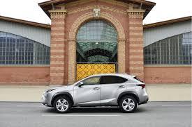 lexus nx hybrid al volante el lexus nx 300h un suv híbrido compacto y premium