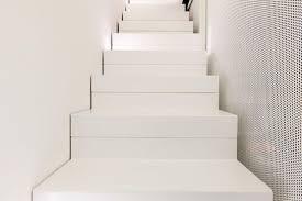 bodenbelag treppe fliesen im großformat als bodenbelag für eine stilvolle raumgestaltung