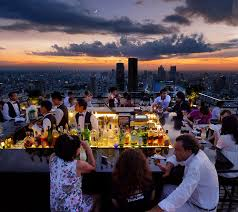 Top Rooftop Bars Singapore Moongazing The Top Rooftop Bars For Moonlit Moments