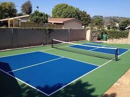 can pickleball be played on a tennis court