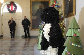 white house obama unveils decorations