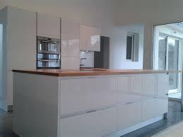 cuisine bois et blanc laqué delightful cuisine equipee blanc laque 14 cuisine moderne en