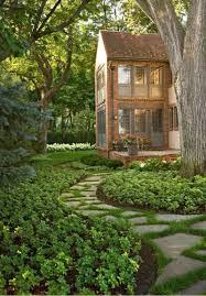 beautifully neat step stones as backyard garden pathway design