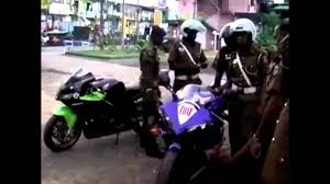 cbr 600cc bike price police attack in 1000cc bike in sri lanka youtube