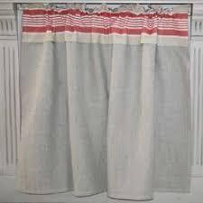 tringle rideau cuisine rideau sous évier sur mesure style basque rayures couleur rouges