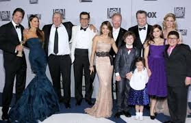 cast of modern family at war with 20th century fox television