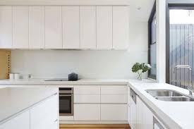 maison et travaux chambre maison et travaux chambre 13 cuisine bois et blanc au design