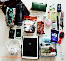 Best 25 Bag Essentials Ideas by Best 25 Inside My Bag Ideas On Inside Bag What S In