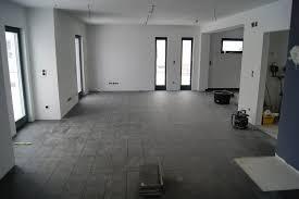 Wohnzimmer Grau Wohnzimmer Fliesen Grau Wohnung Einrichten Wohnzimmer Grau