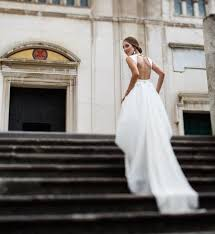 Wedding Dress Stores 13 Etsy Wedding Dress Stores Whose Gowns We Fell In Love With