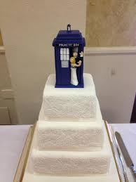 dr who wedding cake topper tardis wedding toper wide by komojin on deviantart
