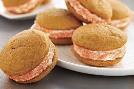 cuisiner avec du gingembre biscuits gâteaux à la citrouille et aux épices avec crème au