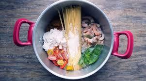 cuisine vite fait one pot pasta crevettes vite fait bien fait recettes salées