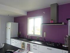 cuisine blanche mur aubergine peinture cuisine et combinaisons de couleurs en 57 idées