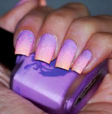 absolutely beautiful light purple and pink ombre nails with