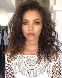 hairstyles with perms for middle length hair the 25 best shoulder length curly hairstyles ideas on pinterest