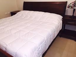 Light Weight Down Comforter Best Goose Down U0026 Alternative Comforters Reviews Findthetop10 Com
